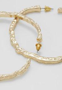Topshop - TEXT OVERSIZE - Boucles d'oreilles - gold-coloured - 2