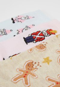 Topshop - TOY SOLDIER SANTA GINGERBREAD 3 PACK - Socks - multicoloured - 2