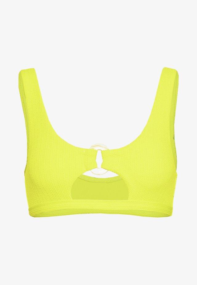 CRINKLE RING CUT OUT CROP - Top de bikini - yellow