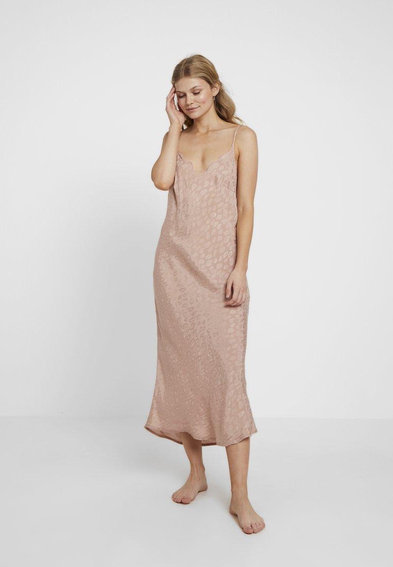 Topshop - LEO TEXTURED SCALLOP SLIP DRESS - Nightie - beige