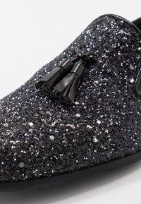 Topman - ROYAL GLITTER - Półbuty wsuwane - black - 5