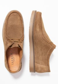 Topman - KENDRICK APRON - Sznurowane obuwie sportowe - sand - 1