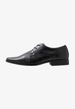 BROCK DERBY - Elegantní šněrovací boty - black