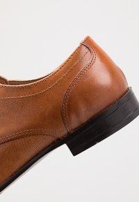 Topman - BRYANT DERBY - Smart lace-ups - tan - 5