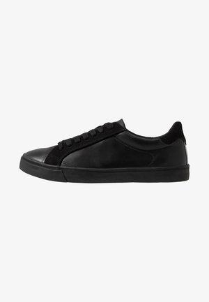 TITAN TRAINER - Sneakers basse - black