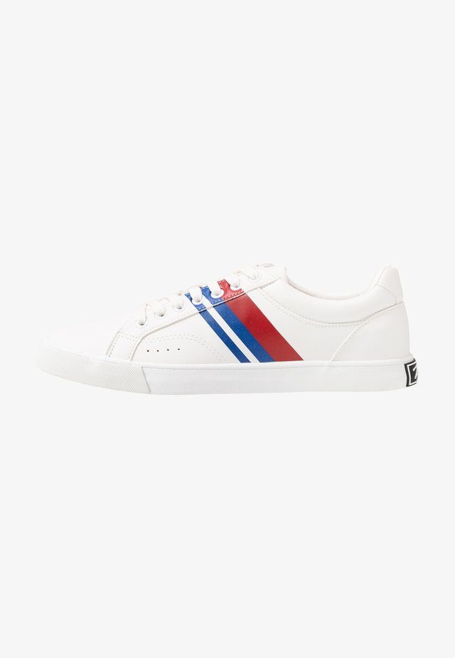 SCORE STRIPE - Trainers - white