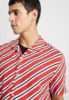 Topman - BERRY DIAGONAL STRIPE - Shirt - red