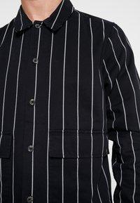 Topman - PINSTRIPE - Lett jakke - black - 5