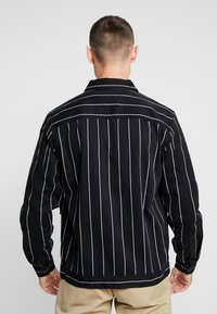 Topman - PINSTRIPE - Lett jakke - black - 2
