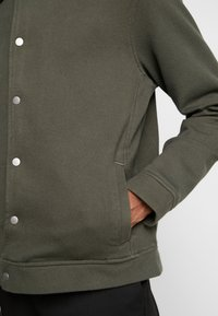 Topman - CHIVE SHACKET POPPER THROUGH - Summer jacket - green - 5