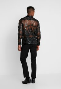 Topman - FLORAL SHEER PLACEMENT - Chemise - black - 2