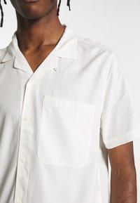 Topman - ECO VERO REVERE - Camicia - off white - 5
