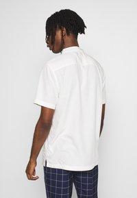 Topman - ECO VERO REVERE - Camicia - off white - 2
