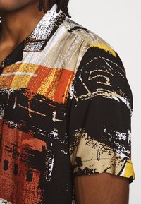 Topman - ABSTRACT PRINT  - Skjorta - black
