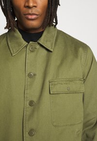 Topman - MILITARY DECK JACKET - Light jacket - green - 6