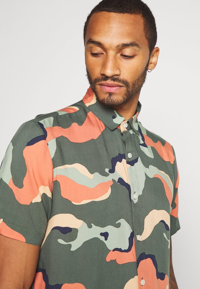 COLOUR CAMO - Camicia - multi-coloured