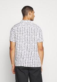 Topman - BASE CHECK REVERE - Camicia - white - 2