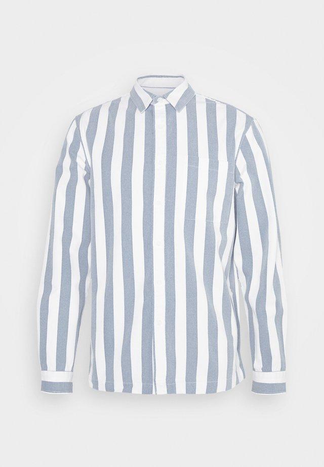 BLUE WHITE MIKEY STRIPE - Skjorte - light blue/white