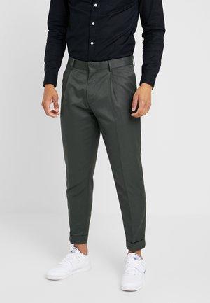 PLEAT TAPER - Trousers - khaki