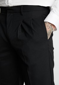 Topman - PLEAT TAPER - Kangashousut - black - 4