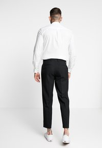 Topman - PLEAT TAPER - Kangashousut - black - 2