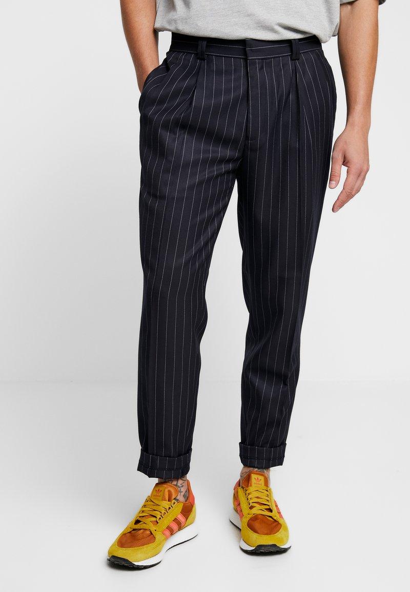 Topman - DIDDY STRIPE - Pantalones - navy
