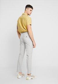 Topman - CHECK TROUSERS - Pantalon classique - grey - 2