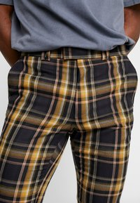 Topman - HIGHLIGHT BOLD CHECK SUPER SKINNY - Broek - navy - 3