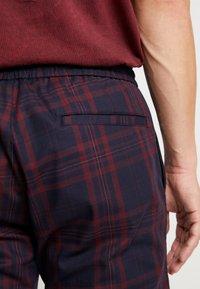 Topman - CHECK WHYATT - Kalhoty - burgundy - 4