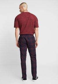 Topman - CHECK WHYATT - Kalhoty - burgundy - 2