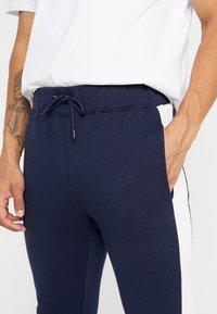 Topman - MONTY PANEL SKINNY JOGGER - Teplákové kalhoty - navy - 4
