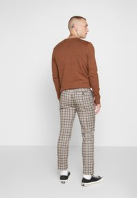 Topman - CORE CHECK TROUSER - Tygbyxor - grey - 2