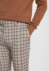 Topman - CORE CHECK TROUSER - Tygbyxor - grey - 3