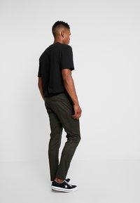 Topman - STRIPE WITH CHAIN - Kalhoty - khaki - 2