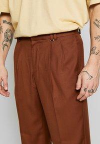 Topman - SOUTHDOWN - Kalhoty - camel - 4