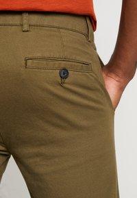 Topman - CHINO - Pantalones chinos - green - 5
