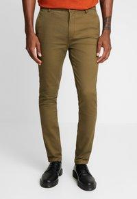Topman - CHINO - Pantalones chinos - green - 0