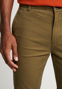 Topman - CHINO - Pantalones chinos - green - 3