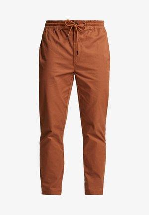 WHYATT JOGGER - Pantaloni - brown