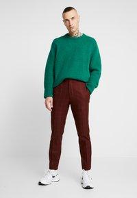 Topman - FIREFLY WIND - Spodnie materiałowe - red - 1