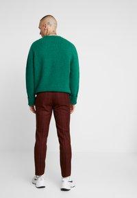 Topman - FIREFLY WIND - Spodnie materiałowe - red - 2