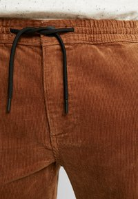 Topman - WHYATT - Pantalones - tan - 3