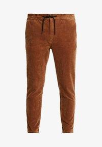 Topman - WHYATT - Pantalones - tan - 4