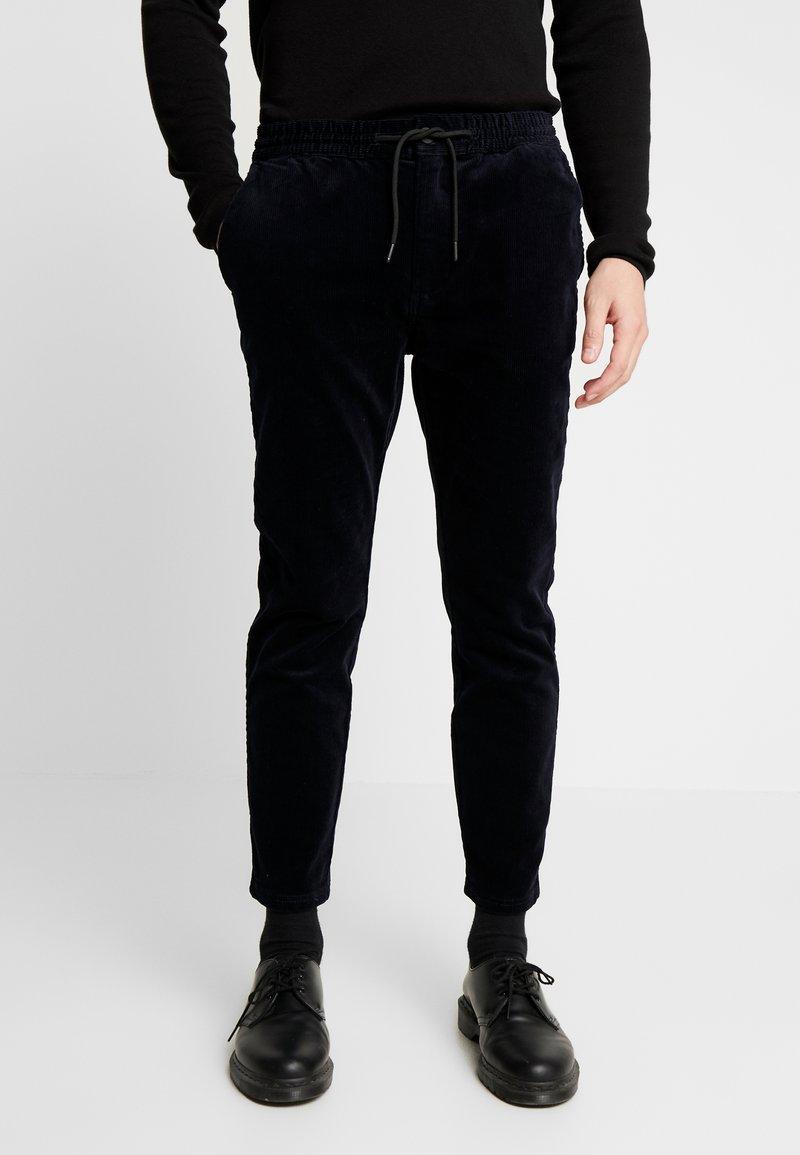 Topman - WHYATT - Pantalones - navy