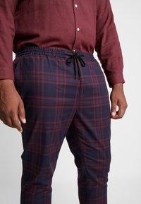 Topman - NAVY BURG CHECK  - Trousers - bordeaux/blue - 4