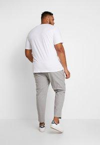 Topman - WHYATT - Trousers - grey - 2