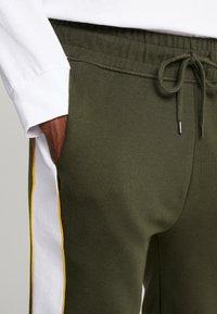 Topman - PANEL PIPED - Pantaloni sportivi - khaki - 5