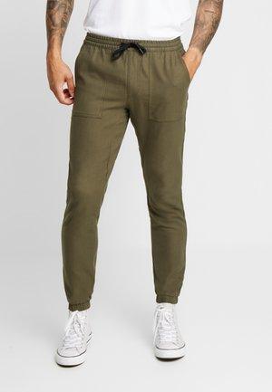 KHAKISKINNY JOGGER - Teplákové kalhoty - khaki