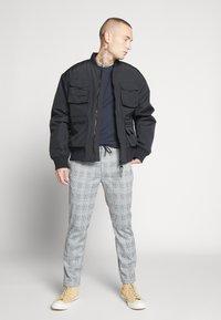 Topman - WHYATT - Pantaloni - grey - 1