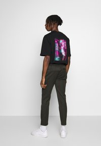 Topman - STRIPE - Pantalon de survêtement - khaki - 2